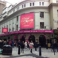Foto scattata a Piccadilly Theatre da Jamee H. il 9/14/2013