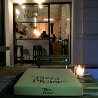 """6/3/2015 tarihinde """"Pizza Please""""ziyaretçi tarafından """"Pizza Please""""'de çekilen fotoğraf"""