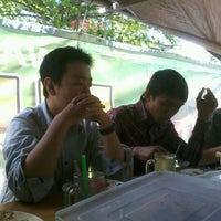 Photo taken at Warung Lotek Bu Iduk by V'centiuz I. on 10/4/2012