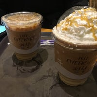 Photo taken at The Coffee Bean & Tea Leaf by Tae-young S. on 1/2/2018