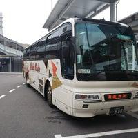 Photo taken at 広島駅新幹線口 バスのりば by かみい k. on 6/9/2018