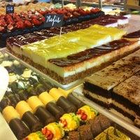 4/10/2013 tarihinde m€zigziyaretçi tarafından Kuğu Pastanesi'de çekilen fotoğraf