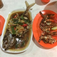 Photo taken at Sea Food 1000 Pulau by Ramsez D. on 1/1/2015