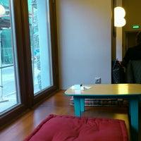 Photo prise au Double B Coffee & Tea par Elena Y. le10/19/2013