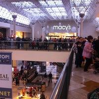 Das Foto wurde bei Oxford Valley Mall von Paul B. am 10/31/2012 aufgenommen