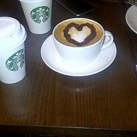 2/25/2013 tarihinde Aybige B.ziyaretçi tarafından Starbucks'de çekilen fotoğraf