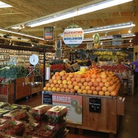 Foto tomada en Whole Foods Market por Geystres el 3/3/2013