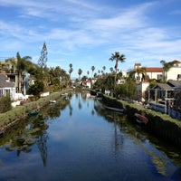 Foto tirada no(a) Venice Canals por Dress for the Date em 2/15/2013
