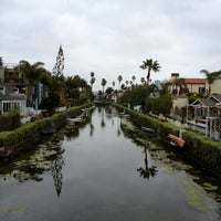 Foto tirada no(a) Venice Canals por Dress for the Date em 2/18/2013