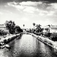 Foto tirada no(a) Venice Canals por Dress for the Date em 5/25/2013