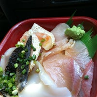 Photo taken at 丼丸 富岡八幡宮店 by でこぼこ on 5/23/2013