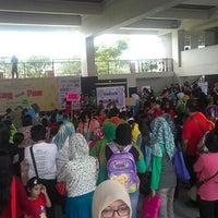 Photo taken at Sekolah Global Mandiri Cibubur by Pranada S. on 2/21/2013