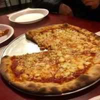 3/10/2018 tarihinde Paul M.ziyaretçi tarafından Paula & Monica's Pizzeria'de çekilen fotoğraf