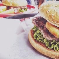 Das Foto wurde bei Burgers Berlin von Tiffi E. am 10/14/2015 aufgenommen