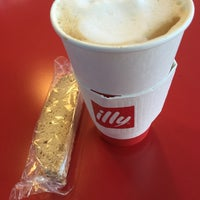 Photo taken at Illy Espressamente by Cliff L. on 9/8/2015