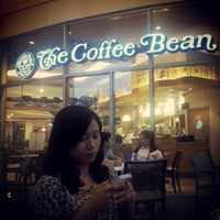 Photo taken at The Coffee Bean & Tea Leaf by Audie A. on 11/1/2012