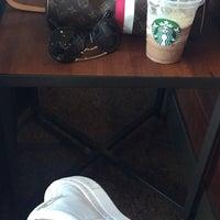 Foto tirada no(a) Starbucks por Lygia I. em 2/8/2017