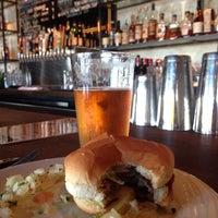 รูปภาพถ่ายที่ Jay's Bar โดย Scott K. เมื่อ 9/13/2014