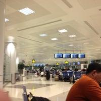 Photo taken at Doha International Airport (DOH) مطار الدوحة الدولي by Jerwin S. on 3/18/2013