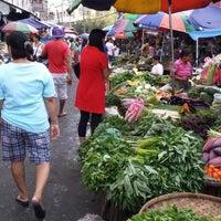 Foto tomada en Paco Public Market por Josel G. el 7/21/2013
