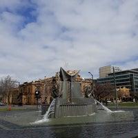 8/20/2018에 Colin C.님이 Victoria Square Fountain에서 찍은 사진
