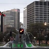 8/12/2018에 Colin C.님이 Victoria Square Fountain에서 찍은 사진