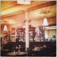Das Foto wurde bei Cafe Voila von Michael P. am 8/28/2013 aufgenommen