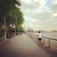 Foto tirada no(a) Hudson River Park por Maria T. em 5/10/2013