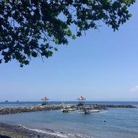 Photo taken at Pantai Candidasa by Alex on 10/12/2015