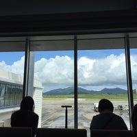 Photo taken at 新石垣空港 6番搭乗口 by みえぞう み. on 5/14/2017