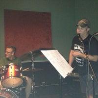 รูปภาพถ่ายที่ The Hit Joint Studios โดย Reazor เมื่อ 9/6/2013