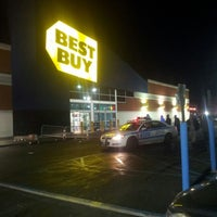 Photo taken at Best Buy by Ray A. on 11/23/2012