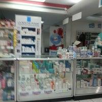 Photo taken at Farmacia Fischel by Ricardo H. on 4/2/2013