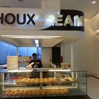 Photo taken at Choux Cream by Susanna C. on 8/1/2014