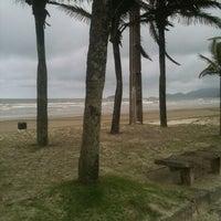 Foto tirada no(a) Praia do Arpoador por Danny M. em 11/7/2012