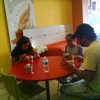 Photo taken at Tutti Frutti Frozen Yogurt by Vera Z. on 8/17/2015