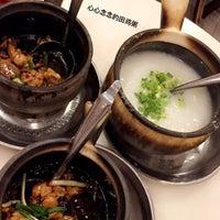 Photo taken at 狮城芽笼九巷活田鸡 Restoran Geylang Lor9 Fresh Frog Porridge (PJ) by Rou on 10/3/2016