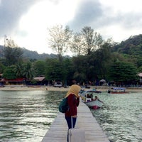 Photo taken at Pulau Perhentian Besar (Big Perhentian) by Irdina Z. on 3/23/2017