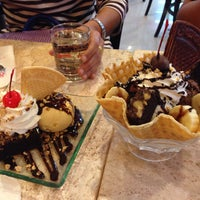 Photo taken at Swensen's by Nattanuch S. on 4/30/2016