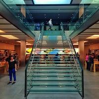 Photo taken at Apple SoHo by Haroldo F. on 10/4/2013