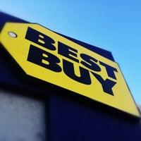 Photo taken at Best Buy by Haroldo F. on 12/15/2012