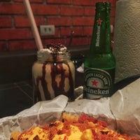 Foto scattata a Oficina Burger da Felipe L. il 9/13/2016