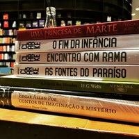 Foto tirada no(a) Livraria da Vila por Felipe L. em 10/23/2015