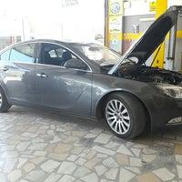 Foto diambil di Opel Akat Servis 2 oleh Emre S. pada 7/2/2016