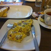 Photo taken at Pizza Hut pesona khayangan by Hen n. on 11/25/2014