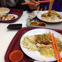 Photo taken at Restoran Kapitan Nasi Ayam by Nadiah K. on 10/30/2015
