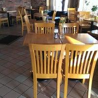 Das Foto wurde bei Yellow Cup Cafe von Bill am 6/23/2013 aufgenommen