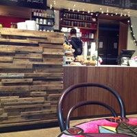 12/16/2012 tarihinde Karl F.ziyaretçi tarafından Pavement Coffeehouse'de çekilen fotoğraf