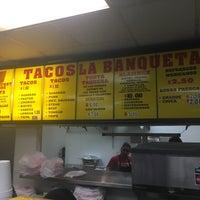 Das Foto wurde bei Tacos La Banqueta von Rober T. am 2/4/2017 aufgenommen