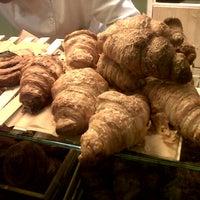 Das Foto wurde bei Pastisseria Hofmann von Camila M. am 12/8/2012 aufgenommen